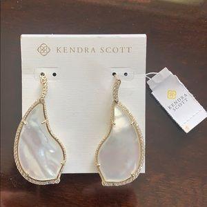 Kendra Scott Mother of  Pearle Tear Drop Earing!